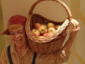 Das Hotel bietet viele nette Extras, wie zum Beispiel Äpfel zur freien Entnahme