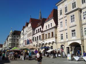 Jedes Jahr im Juli bietet der Gewerbeflohmarkt in Steyr jede Menge Schnäppchen beim Abverkauf der Geschäfte im Zentrum