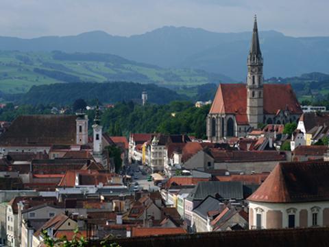 Steyr - Blick über die Stadt vom Friedhof aus