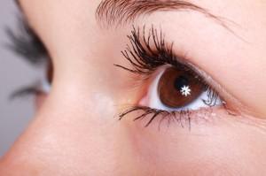 Schöne Augen gehören heute zu einem gepflegten Äußeren. Sie zeugen von Gesundheit und Dynamik.
