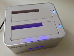 Das Dock funktioniert mit 3,5 & 2,5 Zoll-Festplatten und kopiert auch ohne Computer von A nach B.