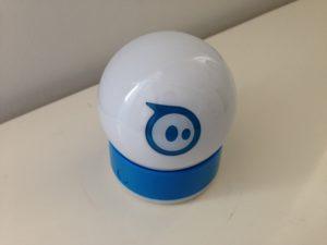 Der Sphero 2.0 wird per Bluetooth mit einem iOS-Gerät verbunden.