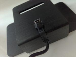 Die Halterung des Veho M5 Lautsprechers mit USB-Anschluss