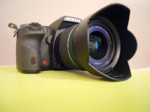 Die DSLR-Modelle von Pentax und Nikon sind inzwischen sehr ähnlich ausgeführt