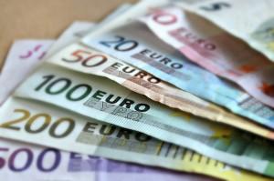 Das Geld liegt zwar nicht auf der Straße, mit einem günstigen Kredit wird aber vieles möglich!