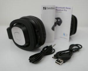 Das Sandberg Bluetooth Stereo Headset Pro kann mit gängigen Kabeln aufgeladen und mit Sound versorgt werden
