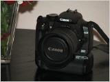Der Canon BG-E3 Batteriegriff an einer Canon EOS